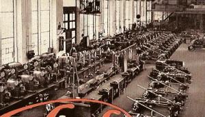 Tento záběr patrně pochází z hlavní haly, plastové repliky charakteristických továrních oken zůstaly zachovány i po rekonstrukci haly.charakteristická